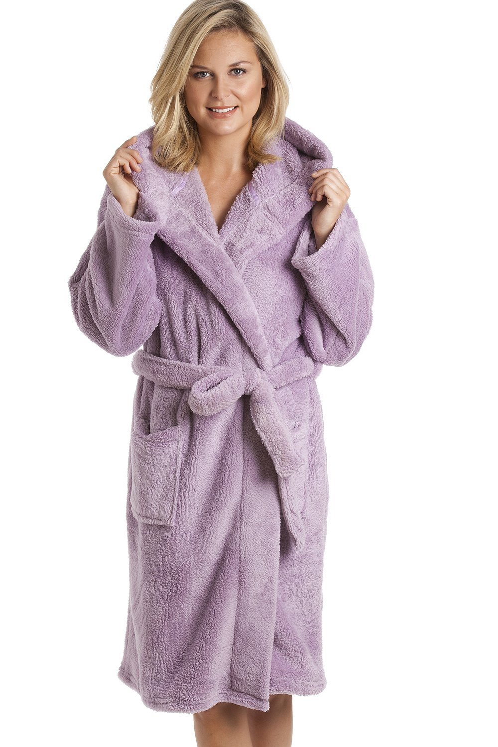 This comfortable ladies fleece bathrobe is sure to keep you warm, dry and cozy. The bathrobe flashes true Seminole spirit with its FSU logo and vibrant red color. It also has two pockets on the front to let you conveniently store a cell phone or wallet.